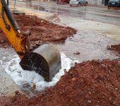 Obra do BRT rompe rede  de água na Itavuvu