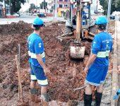 Saae trabalha na manutenção de anel adutor com vazamento na Itavuvu