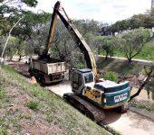 Bacias de contenção do Campolim estão sendo desassoreadas
