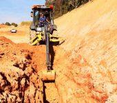 Saae-Sorocaba realiza remanejamento de rede de esgoto na Zona Oeste.