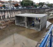 Saae-Sorocaba instala aduelas para construção de nova ponte no Jd. Prestes de Barros
